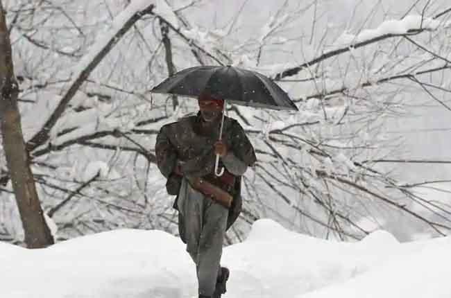 jammu srinagar highway closed Due To Snowfall