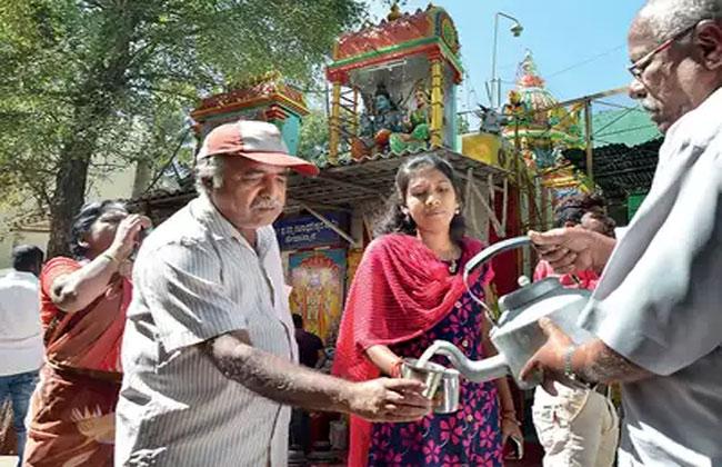 Offer milk,  buttermilk, Bangalore temple, Dasarahalli temple officials