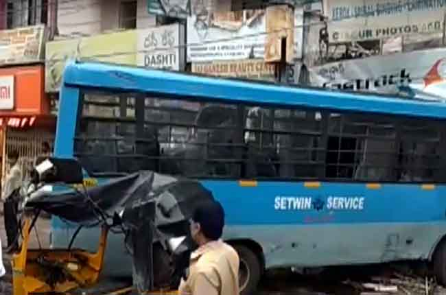 setwin bus was hit in secunderabad