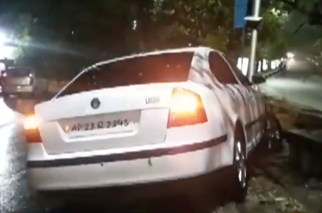 road accident at jublihills in hyderabad