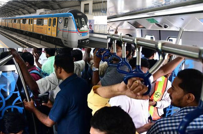2.25 lakh passengers travel in Metro Rails for oneday