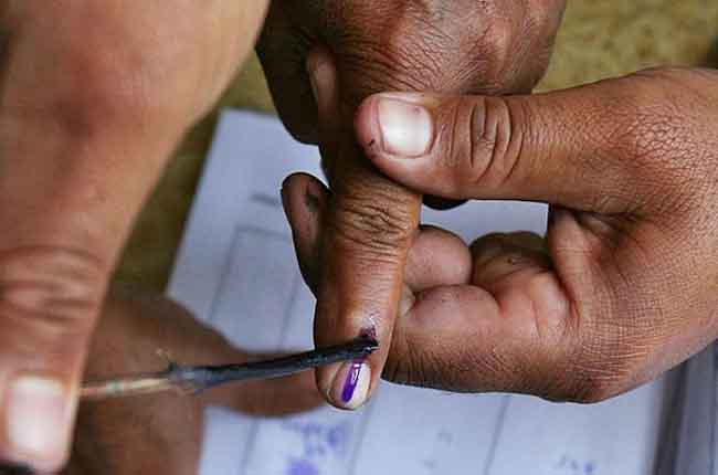 Ink on middle finger for Telangana Panchayat elections | 10TV
