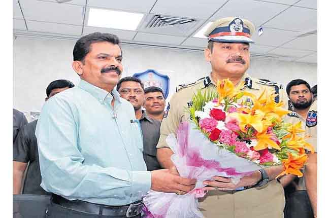Central Home Minister Excellence In Investigative Award For ACP Ranga Rao