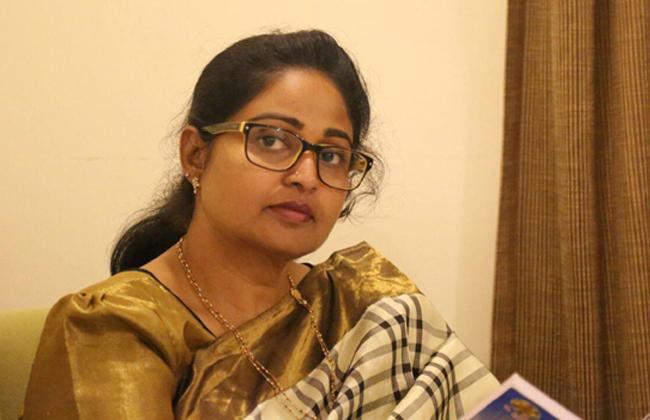 Divya Vani Hot Comments on YS Sharmila