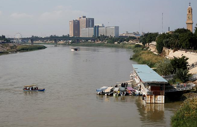 Iraq ferry sinking: at least 70 people drown in Mosul