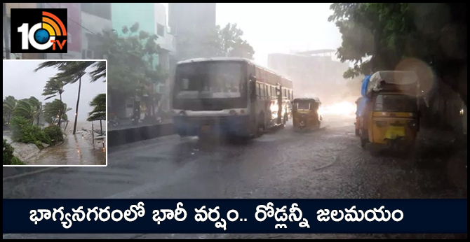 Heavy rains lash Hyderabad, massive traffic jam