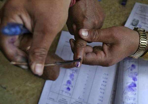Estimated voter turnout till 2 pm for the 4th phase of #LokSabhaElections2019 is 38.63%. Voting is underway in 72 constituencies, across 9 states.