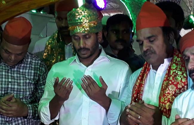 ys jagan visits ameen peer dargah