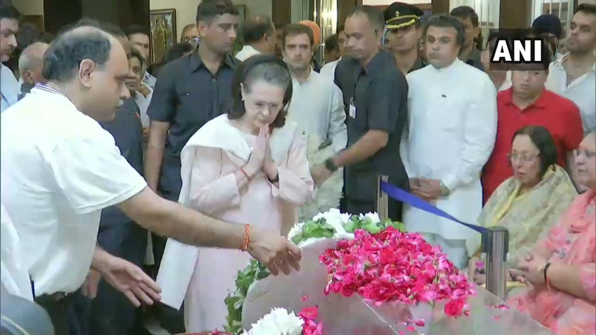 : Former PM Dr Manmohan Singh, Congress interim president Sonia Gandhi and Rahul Gandhi pay tribute to former Union Finance Minister Arun Jaitley