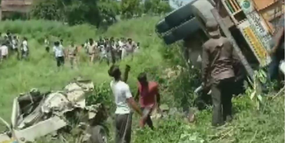 16 Killed, 5 Injured After Speeding Truck Hits Tempo, Overturns on Van in UP's Shahjahanpur
