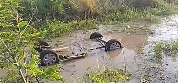 car fell into the pond : Two killed