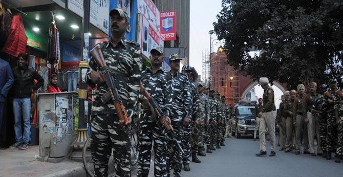 CENTRE STARTS WITHDRAWING PARAMILITARY FORCES FROM J-K,TROOPS MOVED TO ASSAM
