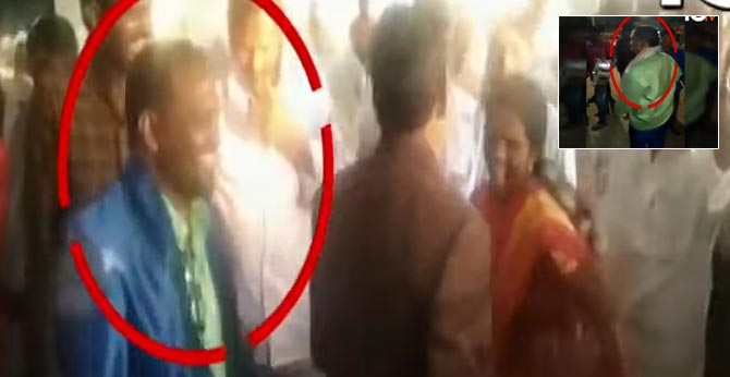 Father dies in daughter's wedding procession
