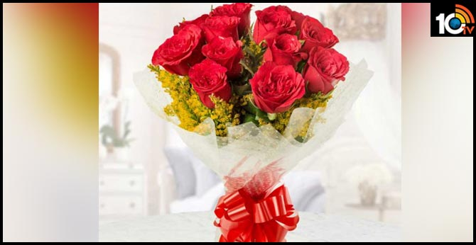 IAS Officer Fines Official Rs 5000 For Giving Plastic Wrapped Bouquet in Auragabad