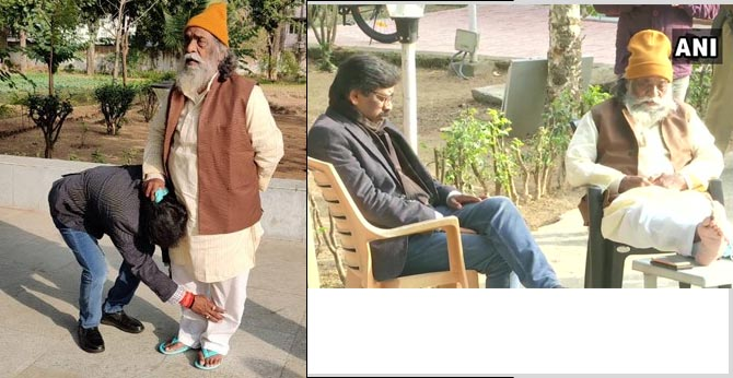 Jharkhand Mukti Morcha's (JMM) Hemant Soren at former Jharkhand CM Shibu Soren's residence in Ranchi