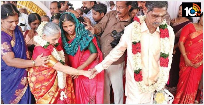 Season's cheer: Old age home sweethearts tie nuptial knot, create history