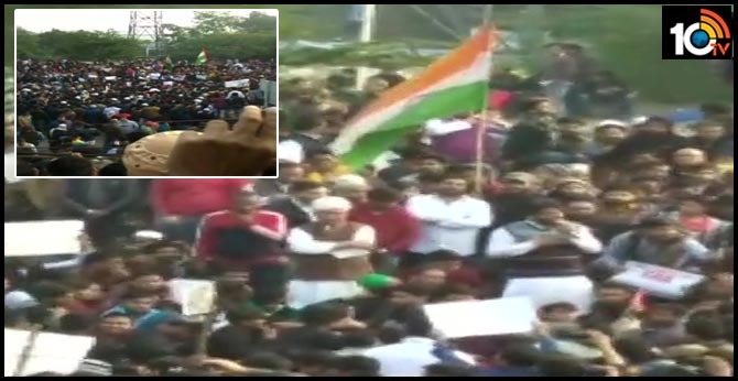 Protesters, including students of Jamia Millia Islamia University