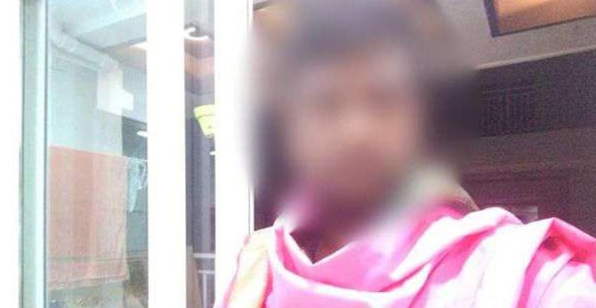 The astrologer robber : collect Rs. 5 lakhs From the young woman
