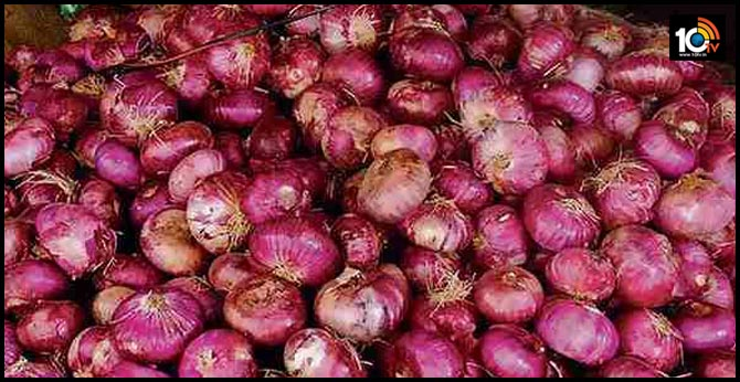 bonanza for Bokaro villagers after van Roll over full of onions overturns