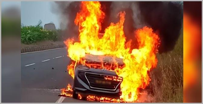 machilipatnam woman burnt alive after car catches fire near bidar karnataka