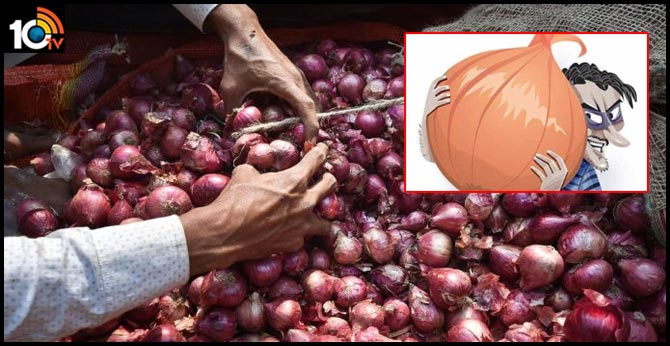 puducherry man caught while stealing sack of onions in Rangapillai Street