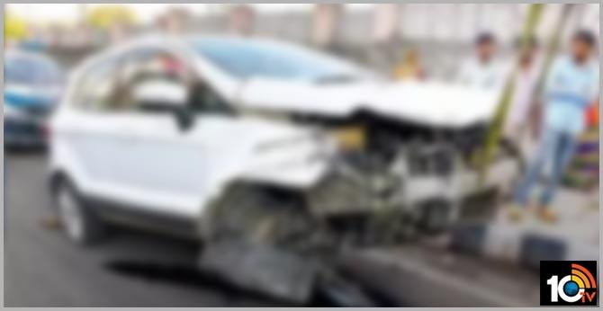 speedy car accident in banjara hills