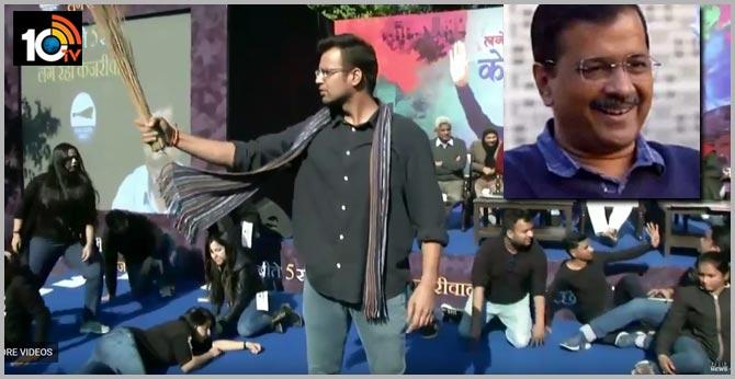 AAP launches 'Lage Raho Kejriwal' poll song