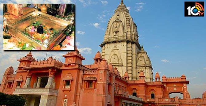 Kashi Vishwanath temple's new dress code: Only dhoti-kurta,sari