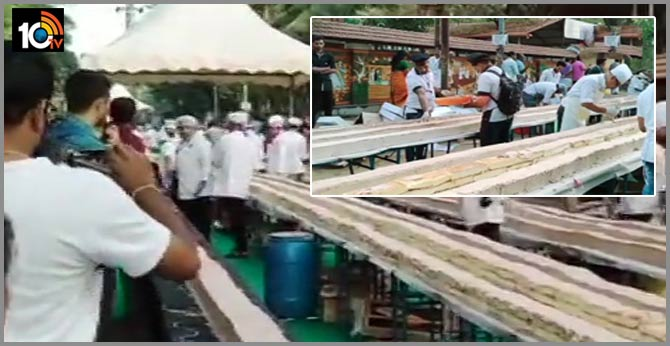 Kerala chefs make worlds longest cake measuring 6.5 kilomwtres in thrissur India