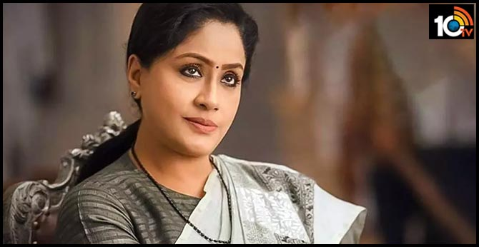 Senior Actress Vijaya Santhi re-entry into film industry, may quit from politics?