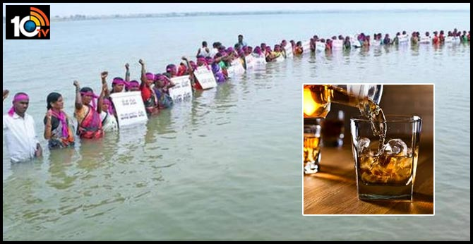 karnataka waist deep in river these women demand liquor ban in Krishna, Malaprabha,Ghatraprabha, rivers confluence Bagalkot