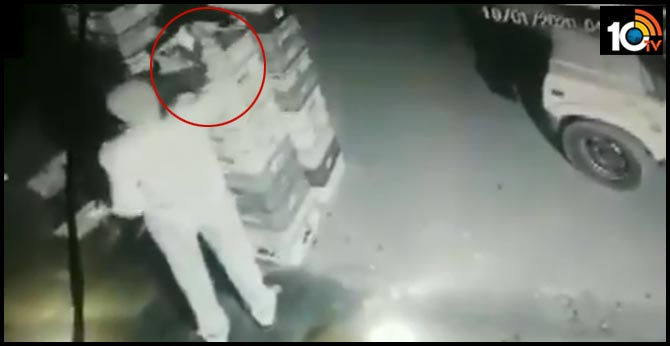 Policeman caught on CCTV stealing milk packets in Noida