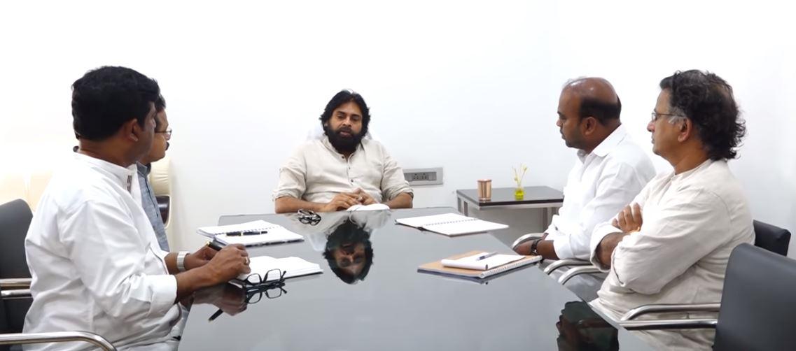 Janasena chief pawan kalyan meeting with party  leaders at Mangalagiri