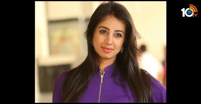 Traffic violation by actress Sanjana; The city traffic police department issued a notice to attend the hearing