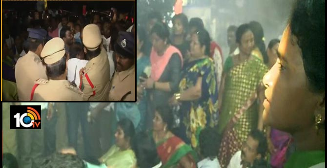 ycp leaders protest visakha tdp office
