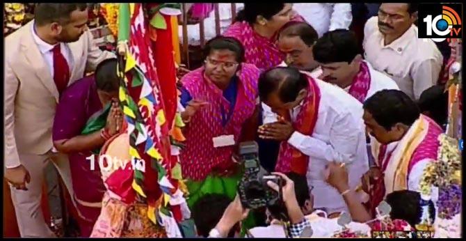 CM KCR visit medaram jathara