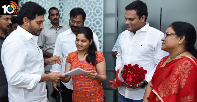 Chief Minister YS Jagan  met BoddaPratyusha