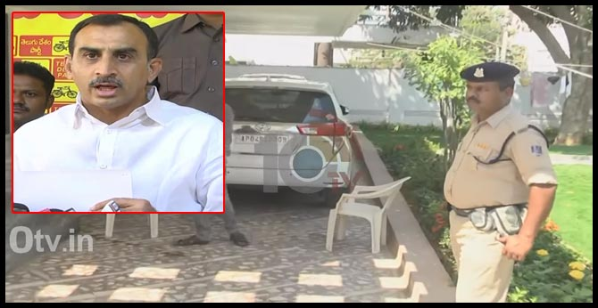 IT raids in TDP leader Srinivasalu Reddy's home