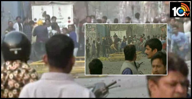 Clash Between 2 Groups Near Anti-CAA Protest Site In Northeast Delhi