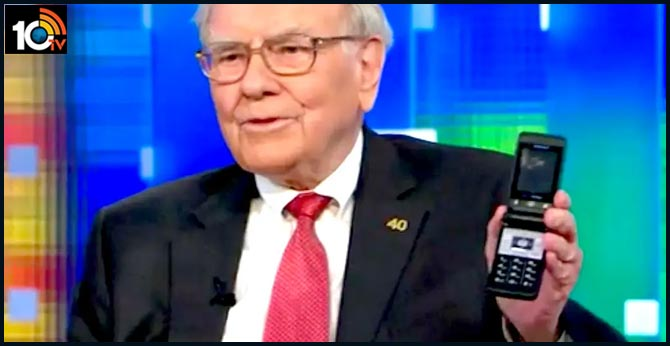 Warren Buffett finally gave up his flip phone and got an iPhone