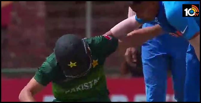 India vs Pakistan U19 World Cup semi-final:Indian pacer wins hearts with kind gesture after hitting PAK batsman with a bouncer