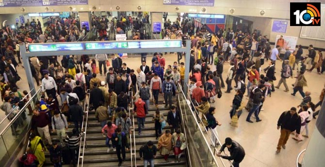 six youths were seen shouting slogans at Rajiv Chowk metro station, Delhi