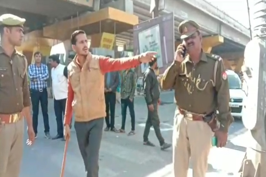 Troubled by traffic jam, man reached police station, SP made 'officer', cut off challans of 8 vehicles
