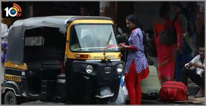 2 pune auto rickshaw drivers return bag with gold worth Rs 7.5L