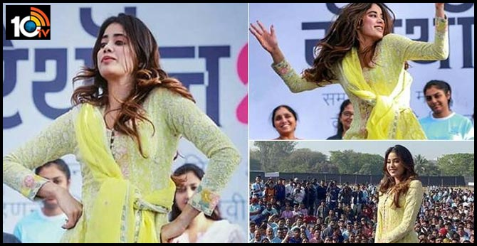 Janhvi Kapoor celebrates Women's Day at an event for women safety awareness organised by the Nashik City Police
