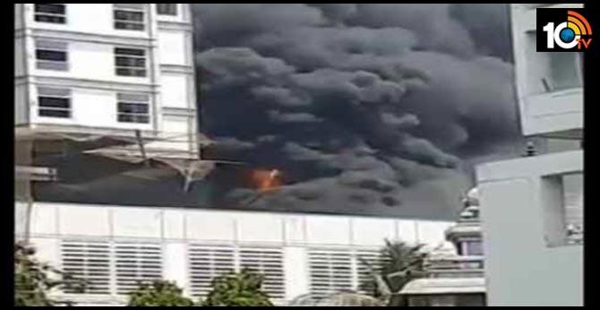 Massive fire at DY Patil girls hostel in Navi Mumbai's Nerul; fire tenders on spot