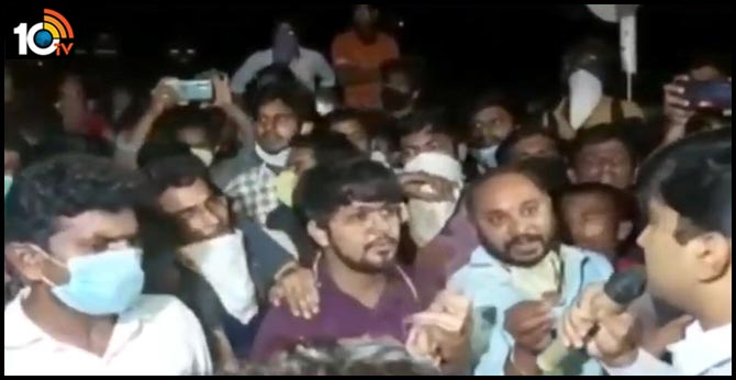 Students refused to go to Quarantines ... Return to Hyderabad from jaggaiahpeta