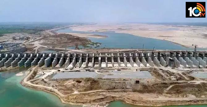 The union government green signal to bear the cost of land acquisition for polavaram project