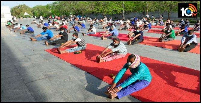 Lockdown : Americans focus on yoga