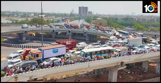 Tamil Nadu: Huge traffic jam witnessed at Padi flyover in Chennai